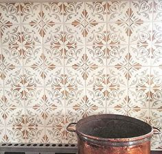 The Fatima Pattern usually gets all the love, but this backsplash in the Katarina Ambra Pattern from our Duquesa Collection will certainly steal the show in this kitchen designed by in Fort Worth, TX. Spanish Style Bathrooms, Kitchen Backsplash, Backsplash Ideas, Chloe's Kitchen, Ranch Kitchen, Tile Ideas, Kitchen Design, Walker Zanger, Terracotta