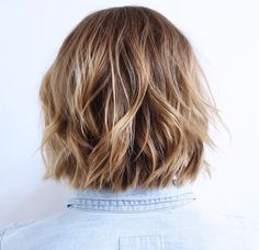Chopped Bronde Lob Fusing two different colors in your hair will make a cute cut look even more endearing, so opt for a classic bronde with thicker blonde highlights toward the front. This style is great for medium choppy hair that is cut into a long bob. Asymmetrical Bob Haircuts, Choppy Bob Hairstyles, Pixie Haircuts, Medium Hairstyles, Layered Haircuts, Braided Hairstyles, Wedding Hairstyles, Cut My Hair, Wavy Hair