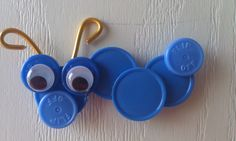 IV cap caterpillar magnet. Bottle Top Art, Bottle Top Crafts, Diy Plastic Bottle, Pop Top Crafts, Arts And Crafts, Button Art, Button Crafts, Id Badge Holders, Badge Reel