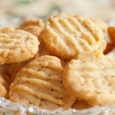 These easy homemade cheese crackers are wonderfully crunchy and perfect as a snack or an accompaniment to any soup or stew. No Salt Recipes, Snack Recipes, Cooking Recipes, Snacks, Best Biscuit Recipe, Party Food Buffet, Savoury Biscuits, Queso Cheddar, Ideas