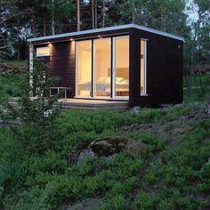 FRA SVERIGE: Modell: E20. Firma: Enkelrum.se. Størrelse: 20 m². Pris: 228 000 svenske kroner. Innhold: Moderne anneks malt i falusvart, hvitt eller falurødt. Klargjort for elektriske anlegg. Planløsningen kan du styre selv.