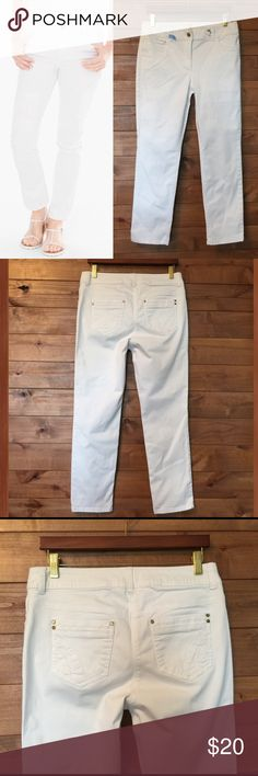 """White Crop Chico's Denim Chico's White 'Skimmer' Crop Jeans   ...shorter in length, slim leg and are forever chic. They sit just below the waist, for a modern fit with maximum comfort. Chico's Size 0 - women's size 4 regular. Worn once and dry cleaned. Inseam: 27"""" Waist: 15"""" 80% Cotton 17% rayon 3% spandex Chico's Jeans Ankle & Cropped"""