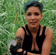 pinterest : @hanxxsolo part of the reason why I love Halsey so much is because.. Simply look at those boobs<<okay me