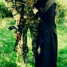 Military Couples, Muslim Couples, Army Couple Pictures, Pak Army Soldiers, Pakistan Armed Forces, Army Girlfriend, Pakistan Army, Islamic Images, Army Love