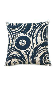Moltex Circle-tyyny Circle-tyyny, jonka materiaalissa rouheaa pellavaa. Painettu, täyteläisen värinen ympyräkuvio vaalealla pohjalla. Höyhensisätyyny. Mitat 50x50 cm. <br><br>87% puuvillaa, 13% pellavaa<br>Täyte: 100% höyheniä<br>Pesu 40° Throw Pillows, Toss Pillows, Cushions, Decorative Pillows, Decor Pillows, Scatter Cushions
