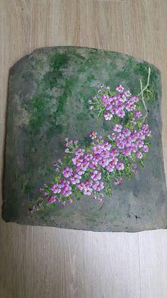찔레꽃여리디 여린 그런 모습으로 그렇게 찔레꽃이 기와에 피어올랐습니다 가시가 많아서 왠지 한없... Acrylic Painting Flowers, One Stroke Painting, Fabric Painting, Painting On Wood, Painting & Drawing, Art Floral, Water Bottle Art, Barn Wood Crafts, Embroidery Flowers Pattern