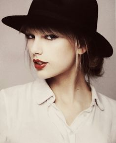 Taylor Swift is just so pretty ughh can i plz look like her