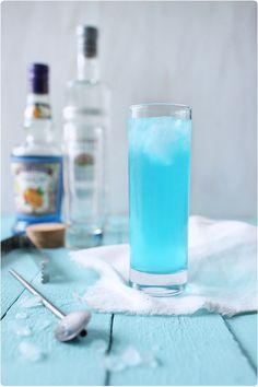 Vous souvenez-vous du Blue Lagoon que je vous avais présenté au mois de mai ? Voici une variante plus exotique contrairement au nom qu'on lui prête. La vod