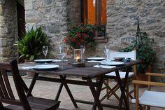 Sa Bosqueta, Sant Martí Vell - Girona      En el precioso pueblo de Sant Martí Vell se ubica esta casa payesa típica de la zona. Ideal para escapaditas en familia.     Camí del Puig 5   17462 Sant Martí Vell-Girona  972490021