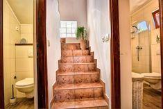 Vier Schlafzimmer Steinhaus mit Strandlage und Privatstrand - Vela Luka Bergen, Stairs, House, Home Decor, Cottage House, Pets, Night, Bedroom, Vacation