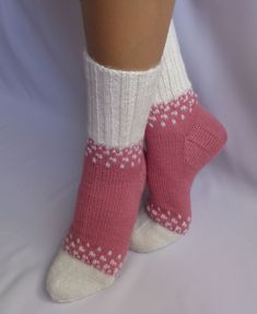 Knitted Slippers, Wool Socks, Slipper Socks, Knitting Socks, Lots Of Socks, My Socks, Dress Sewing Patterns, Baby Knitting Patterns, Sock Recipe