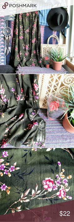 """Vintage festival floral midi skirt Cute rayon midi skirt with a slit on the side so you can show some skin! Gorgeous drape, elastic back waistband so there's some give. There's a beautiful scrolling floral print throughout on a mottled hunter green background.  This would be great with a black fringed top and strappy sandals!! Perfect for summer festivals, cute and boho chic :)  Measurements taken flat: Waist - 13""""-14"""" Length - 34.5"""" Vintage Skirts Midi"""