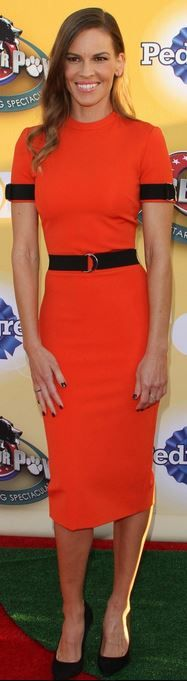 Who made Hilary Swank's orange dress, black pumps, and jewelry? Orange Dress, Dress Red, Dress Black, Rachel Bilson, Summer Fashions, Pippa Middleton, Hollywood Walk Of Fame, Gal Gadot, Black Pumps