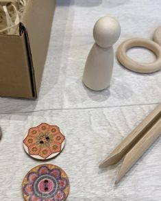 Wooden Cutouts, Wooden Pegs, Play Based Learning, Hands On Learning, Cardboard Gift Boxes, Starting School, Child And Child, Reggio Emilia, Creative Play