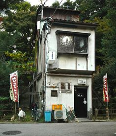 Another Roadside Attraction Japanese Buildings, Japanese Streets, Japanese Architecture, Architecture Design, Architecture Drawings, Aesthetic Japan, City Aesthetic, Roadside Attractions, Environment Concept Art