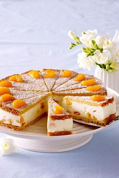 Mandarinen-Torte – so geht's A sweet dream like the pastry chef: The lush quark cream with fruity tangerines is framed by incomparably tender crispy shortcrust bottoms – we show step by step how fruity tangerine cake succeeds especially well! Bisquick Cake Recipe, Egg Recipes For Kids, Keto Egg Fast, Cake Works, Shortcrust Pastry, Deviled Eggs Recipe, How To Make Ice Coffee, Food Cakes, Falafel
