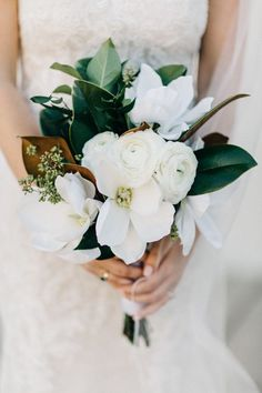 White bridal bouquet with @watterswtoo Julienne gown