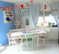 retro-küche-smeg-kitchenaid-wesco-pushboy-bonbonfarben   living ... - Pastell Küche