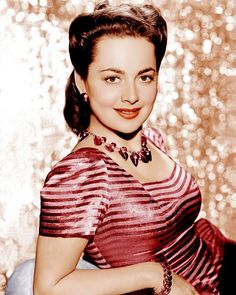 Olivia de Havilland - Olivia Mary de Havilland (born 1 July is a British American actress known for her early ingenue roles, as well as her later more substantial roles. Born in Tokyo, Japan to British parents, de Havilland and her younger actr Hollywood Icons, Golden Age Of Hollywood, Vintage Hollywood, Hollywood Glamour, Hollywood Stars, Hollywood Actresses, Classic Hollywood, Actors & Actresses, 1940s Actresses