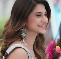 This smile took hearts of million people😍😍😘😘 Jennifer Winget Beyhadh, Jennifer Love, Stylish Girl Pic, Beautiful Girl Image, Girls Dpz, Celebs, Celebrities, India Beauty, Hair Highlights
