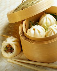 Find images and videos about food, dumplings and dim sum on We Heart It - the app to get lost in what you love. Dim Sum, Meat Recipes, Wine Recipes, Asian Recipes, Ravioli, My Favorite Food, Favorite Recipes, Favorite Things, Steamed Pork Buns