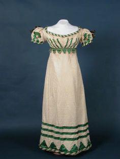 Book muslin evening dress with green satin and silk/wool ribbon trim, 1818-1820.