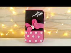 Minnie Mouse SMARTPHONE CASE DIY, Phone case HANDMADE make your mobile case of minnie mouse with foamy This tutorial is a cover or case for mobile or cellula. Sparkly Phone Cases, Fluffy Phone Cases, Felt Phone Cases, Felt Case, Flip Phone Case, Minnie Mouse, Diy Purse Box, Mobiles, Diy Case
