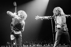 Led Zeppelin - in pictures Led Zeppelin: Jimmy Page and Robert Plant on stage in 1975 Jimmy Page, Led Zeppelin Wallpaper, Led Zeppelin Live, Robert Plant Led Zeppelin, Stairway To Heaven, Great Bands, Cool Bands, Page And Plant, Houses Of The Holy