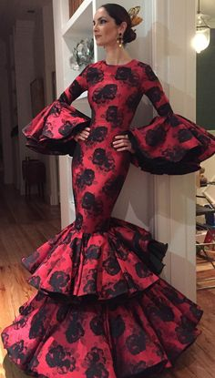 Spanish style – Mediterranean Home Decor Spanish Costume, Spanish Dress, Spanish Style, Flamenco Costume, Flamenco Dancers, Flamenco Dresses, Drag Clothing, Mexican Dresses, Prom Dresses