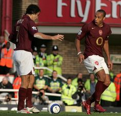 The lowdown on the botched penalty by Robert Pires and Thierry Henry. Thierry Henry, Arsenal, Wrestling, Football, Reading, Twitter, Lucha Libre, Soccer, Futbol