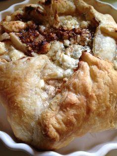 Pears, Gorgonzola & Caramelized Shallots in Puff Pastry Pear Pizza, Caramelized Shallots, School Treats, Pot Luck, Recipe Link, Dalai Lama, Pears, Cheesesteak, Recipe Ideas