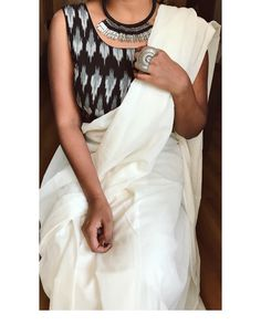 Holding on to hints of beauty while manoeuvring a world plagued with suffering . Kerala Saree Blouse Designs, Indian Blouse, Indian Wear, Indian Outfits, Indian Dresses, Indian Clothes, Indian Fashion Trends, Ethnic Fashion, Woman Fashion