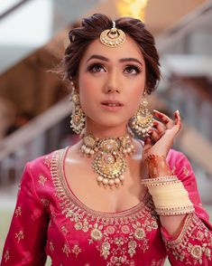 51 Most Beautiful Indian Bridal Makeup Looks and Clothing Ideas - Dulhan Images - AwesomeLifestyleFashion