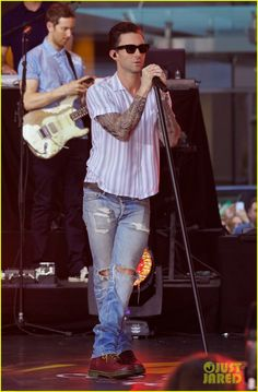 Adam Levine Performs 'Maps' with Maroon 5 on 'Today Show' | adam levine performs maps with maroon 5 today show 01 - Photo