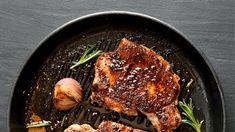Πώς να μαγειρέψετε τέλεια χοιρινές μπριζόλες στο τηγάνι Cast Iron, It Cast, Iron Pan, Kitchen, Cooking, Kitchens, Cuisine, Cucina