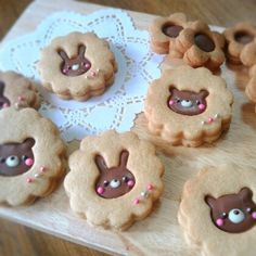 "Me: ""Look at how cute these are!"" Devin: ""Only if there's peanut butter in the middle. Or a puppy cut out."" Cute Cookies, Kawaii Cookies, Bear Cookies, Easter Cookies, Cookies Et Biscuits, Cupcake Cookies, Cupcakes, Cookie Designs, Cute Food"