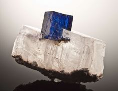 Halite (NaCl) bleue sur sylvite (KCl), Kerr McGee mine, Carlsbad, Eddy County, New Mexico Cabinet, 15.5 x 11.3 x 7.3 cm