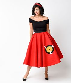 We can barely contain ourselves, dames! Presenting a reproduction of the classic circle skirt of the mid-century. This handmade red felt swing skirt boasts a thick elastic band that rests high on the natural waist, cheeky record player appliqu and Pin Up Outfits, Retro Outfits, Dress Outfits, Vintage Outfits, Nice Outfits, 1950s Fashion, Vintage Fashion, Vintage Style, Unique Vintage