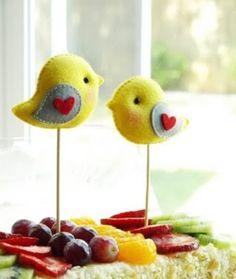 Felt birds on sticks Bird Crafts, Felt Crafts, Fabric Crafts, Diy And Crafts, Arts And Crafts, Bird Party, Felt Birds, Felt Fabric, Felt Diy