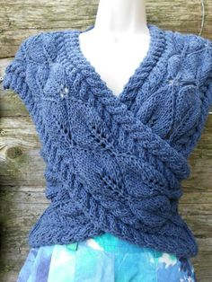 Pull Crochet, Crochet Hood, Knit Crochet, Knit Vest Pattern, Knitting Patterns, Loom Knitting, Hand Knitting, Knit Wrap, Sweater Design
