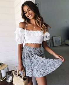 Top 35 Crop Top Street Style Looks That You Must Copy – Page 3 of 4 – Q Outfits – Summer Outfit Ideas Simple Summer Outfits, Cute Casual Outfits, Spring Outfits, Summer Dresses, Summer Skirt Outfits, Summer Skirts, Party Outfit Summer, Cute Summer Clothes, Summer Ootd