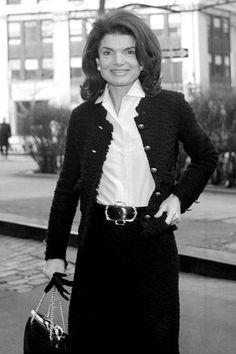 Celebrity fashion and style icon Jackie Kennedy Onassis (Glamour . Jacqueline Kennedy Onassis, John Kennedy, Estilo Jackie Kennedy, Les Kennedy, Jaqueline Kennedy, Jaclyn Kennedy, Jackie Oh, How To Have Style, Lee Radziwill