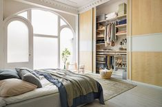 Scandinavian style bedroom by elfa deutschland gmbh scandinavian Shelving Solutions, Sliding Door Design, Sliding Wardrobe Doors, Sliding Doors, Elfa, Modern Masters, Interior Decorating, Interior Design, Wardrobe Design