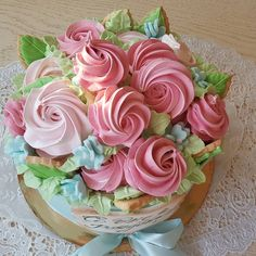 Воздушные розы из безе . Cupcakes, Cupcake Cakes, Haute Cakes, White Flower Cake Shoppe, Stained Glass Cookies, Pink Rose Flower, Meringue Cookies, Dream Cake, Cake Pictures