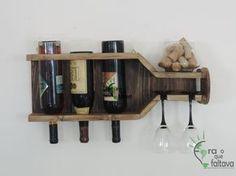 Barzinho feito com pallet no formato de uma garrafa de vinho    Ref.: BZ06
