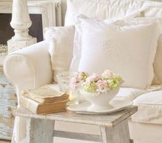 Sweet and romantic shabby chic living space