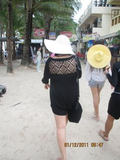 thats me on a White Hat! I miss the white sand and crystal beach of Boracay!!!!!!! seriously >.