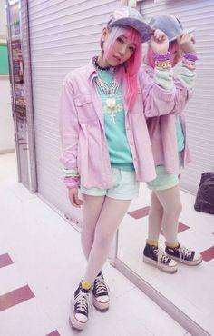 Japanese Street Style FS!! ( MKlayla4U.brightlight.net.com/JPStreetStylebemystyle!4?2i3%zalkxc_1 ) < < Check her out. CUTEST CLOTHES EVER.