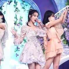 Aesthetic Women, Korean Aesthetic, Iu Gif, Pop Lyrics, Dance Kpop, Mode Kpop, Dance Choreography Videos, Funny Videos For Kids, Pop Collection