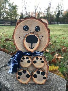 2018 Cincinnati Winter Avant-Garde Art & Craft Shows Vendor: AtoZAcres - Rentier basteln Wood Log Crafts, Wood Slice Crafts, Rustic Crafts, Diy Wood Projects, Hobbies And Crafts, Fun Crafts, Diy And Crafts, Arts And Crafts, Christmas Wood